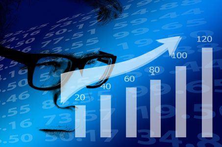 Mann mit Brille, Statistik, Pfeil, Kurve