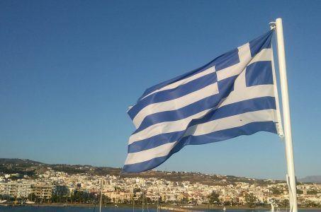 griechische Flagge, Stadt, Häuser, Himmel