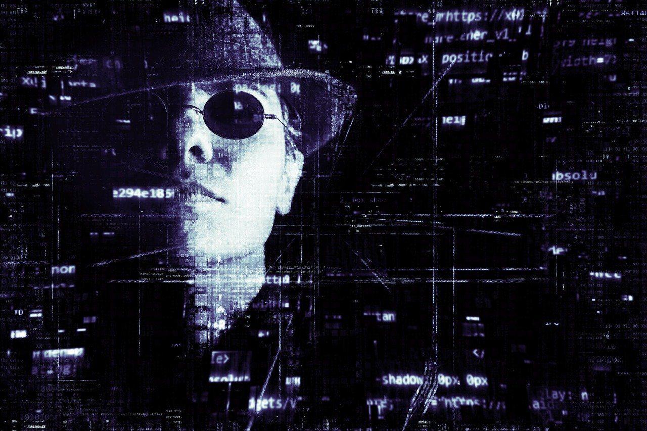 Mann mit Sonnenbrille und Hut