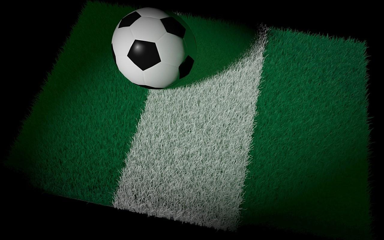 Flagge Nigeria mit Fußball