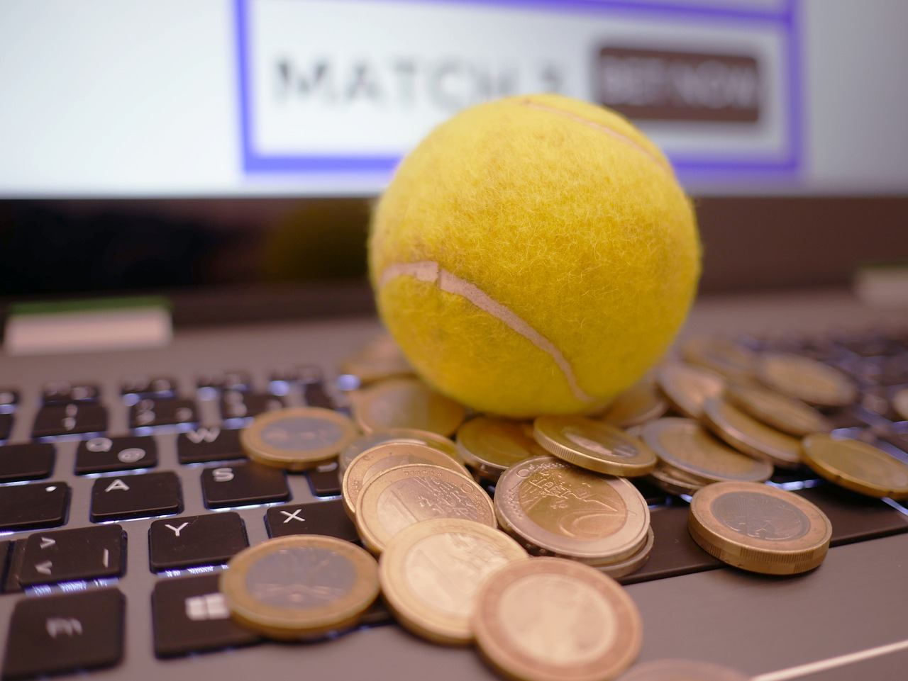 Computer, Tennisball, Geld, Münzen