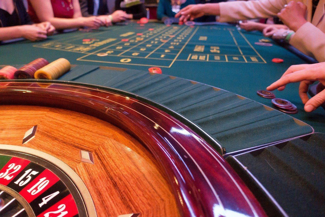 Roulette, Spieltisch, Hände und Arme