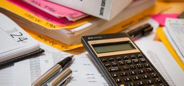 Taschenrechner, Buch, Stifte