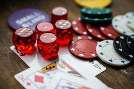 Spielkarten, Chips, Würfel