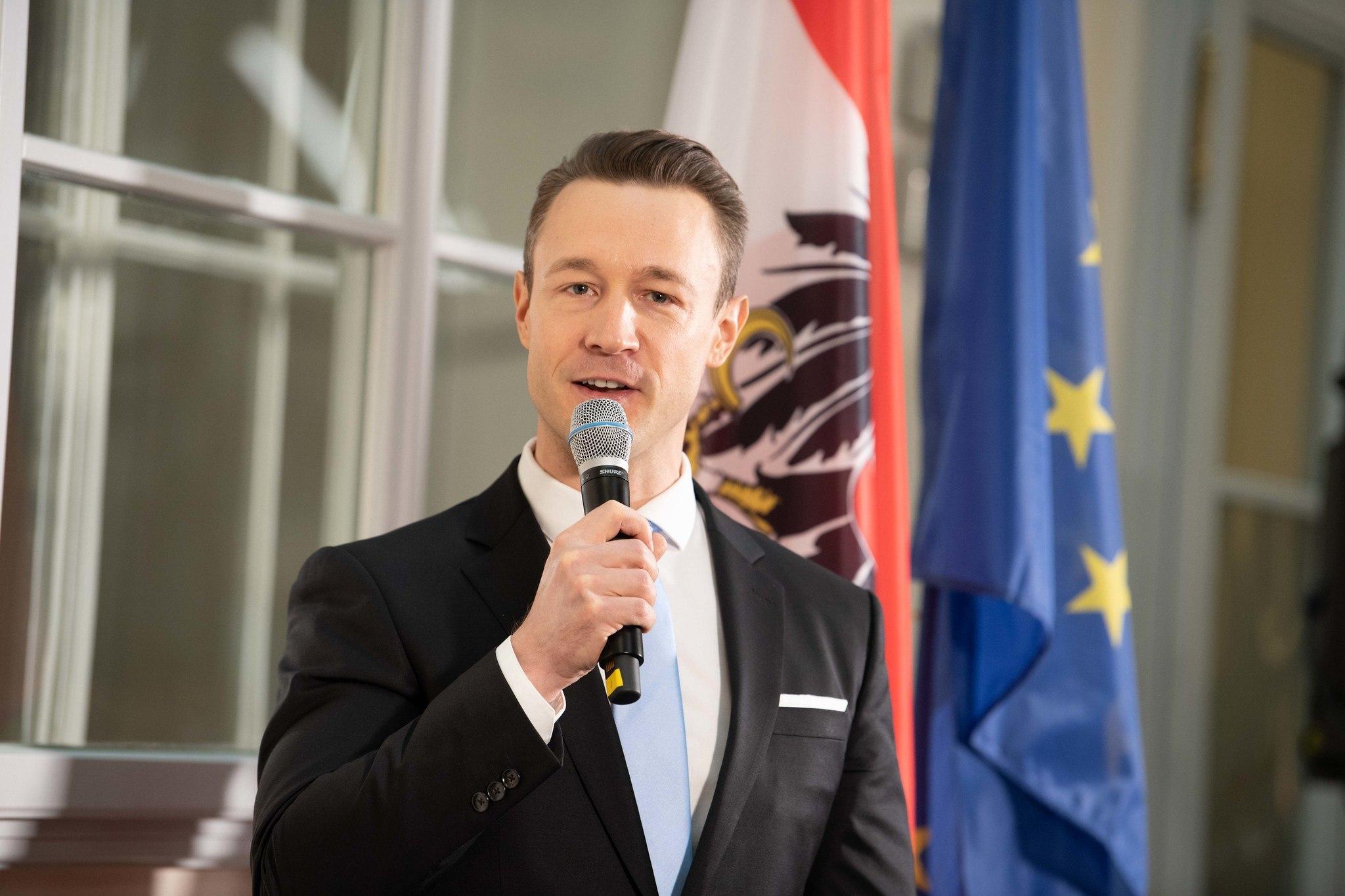 Finanzminister Gernot Blümel, Österreich