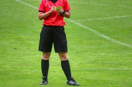 Schiedsrichter, Fußball, gelbe Karte