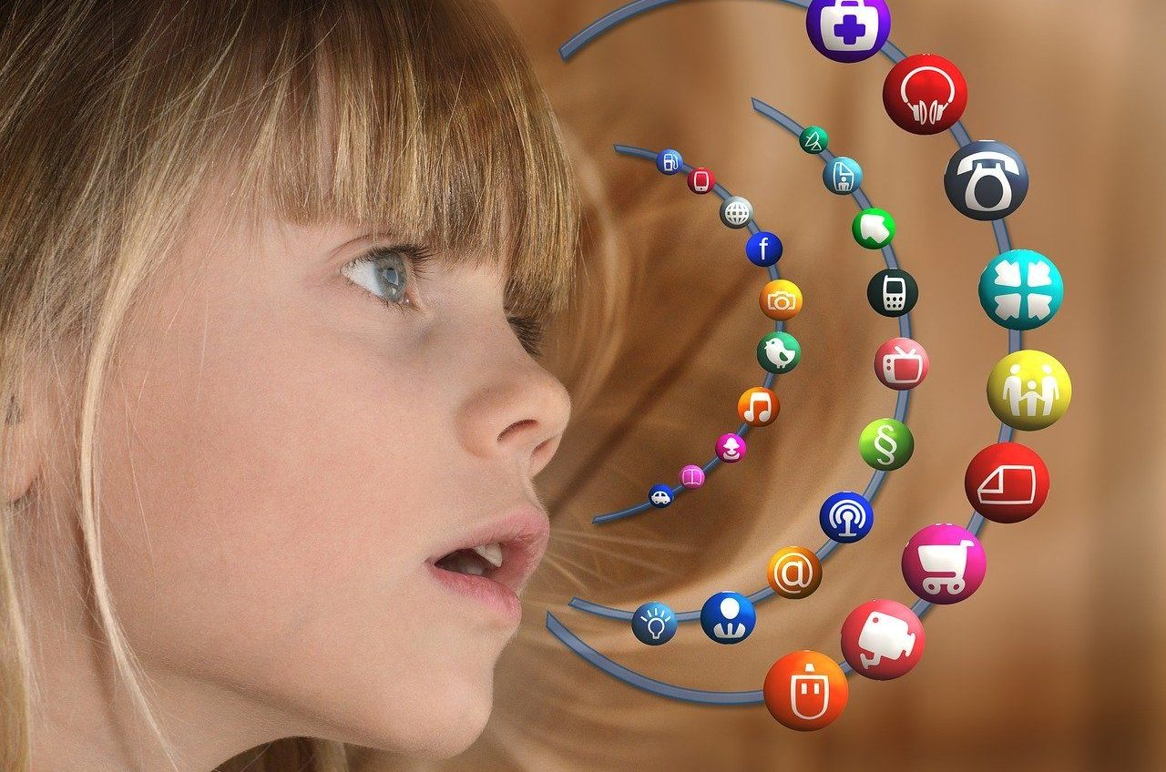 Kind, Mädchen, Social Media, soziale Medien