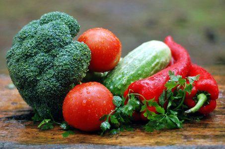 Gemüse, Brokkoli, Tomaten, Gurken, Paprika