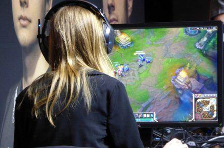 Computerspiel, Videospiel, Spielerin