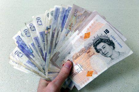 Geld, GBP Pfund, Hand