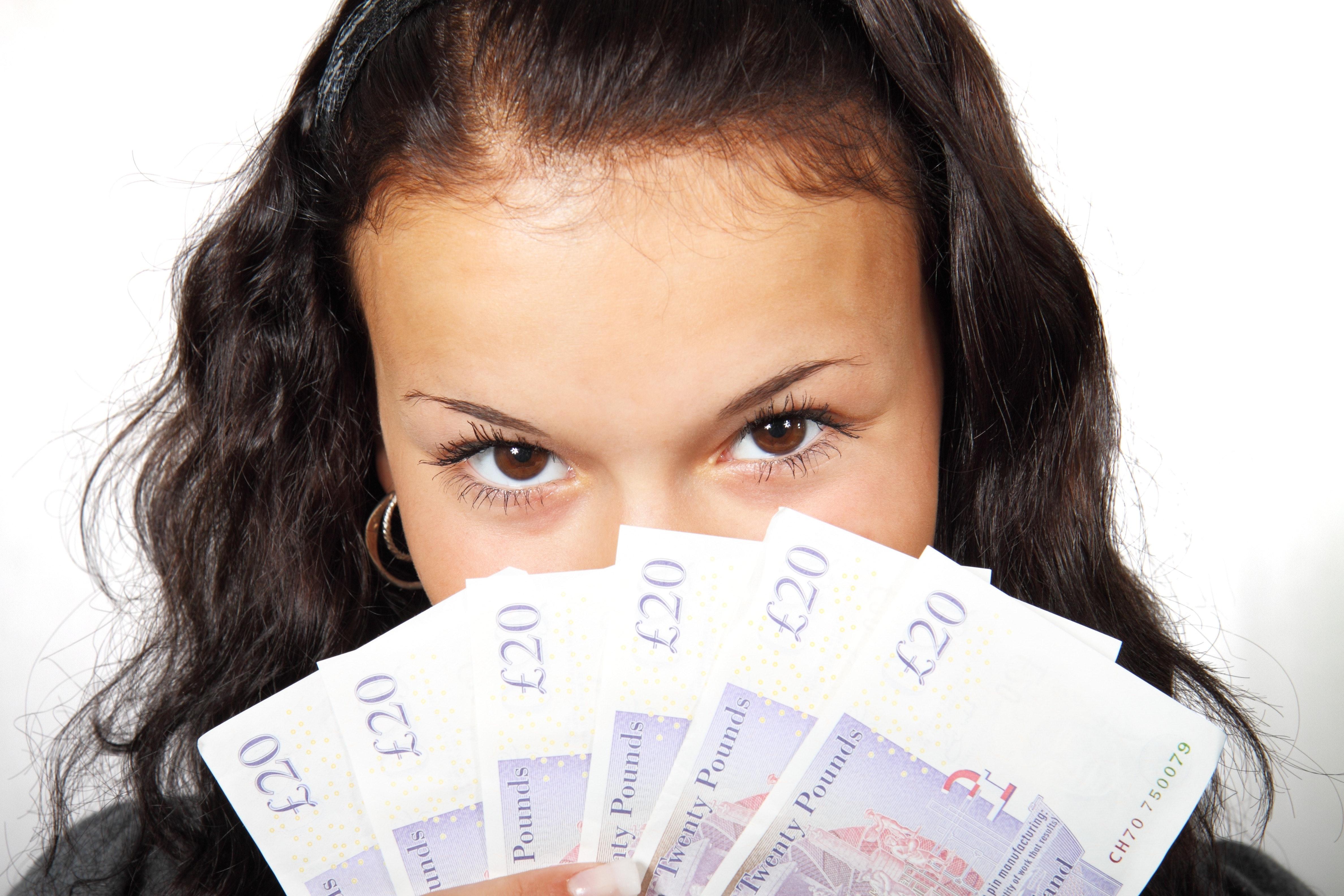 Frau, Geldscheine, Pfund Sterling