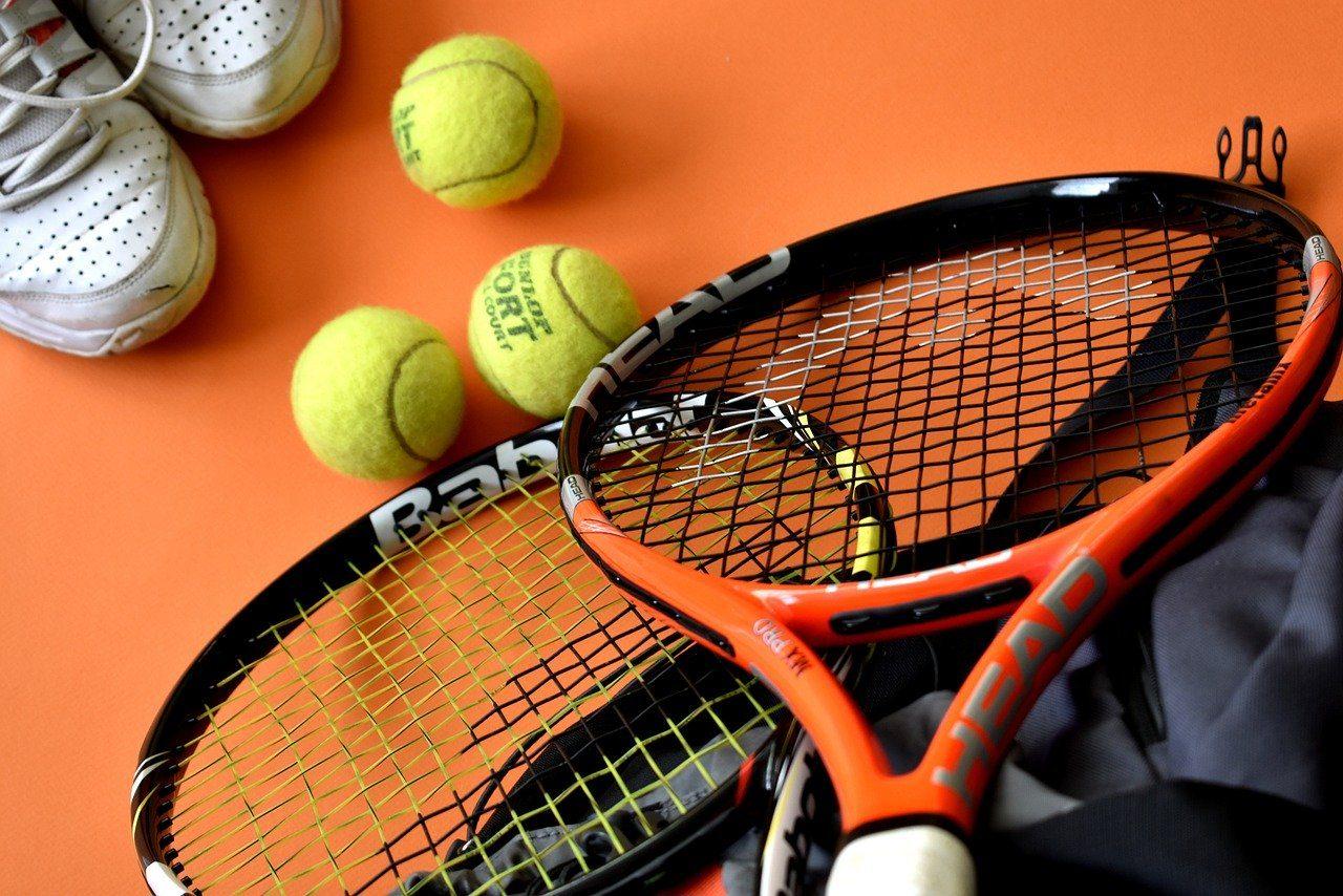 Tennis, Tennisschläger, Tennisbälle