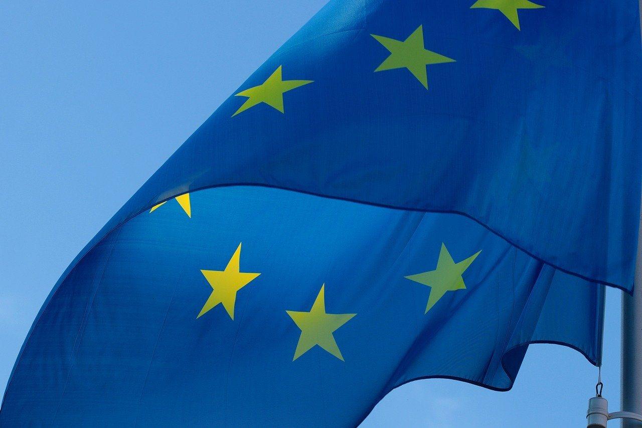 Europa Flagge im Wind