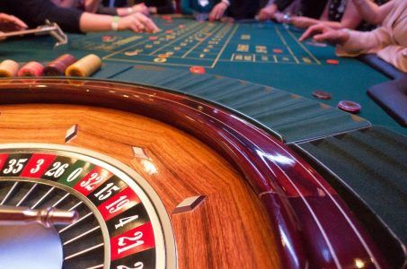 Roulette-Tisch, Roulette-Kessel, Menschen