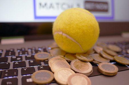 Tennisball, Tastatur, Geld