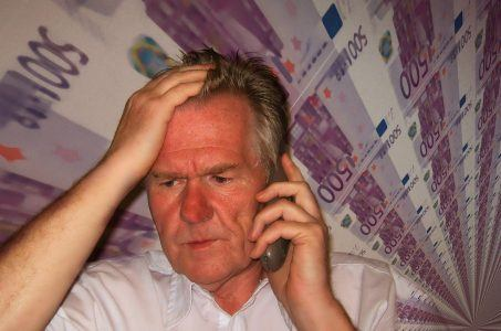 Mann, Telefon, Geldscheine