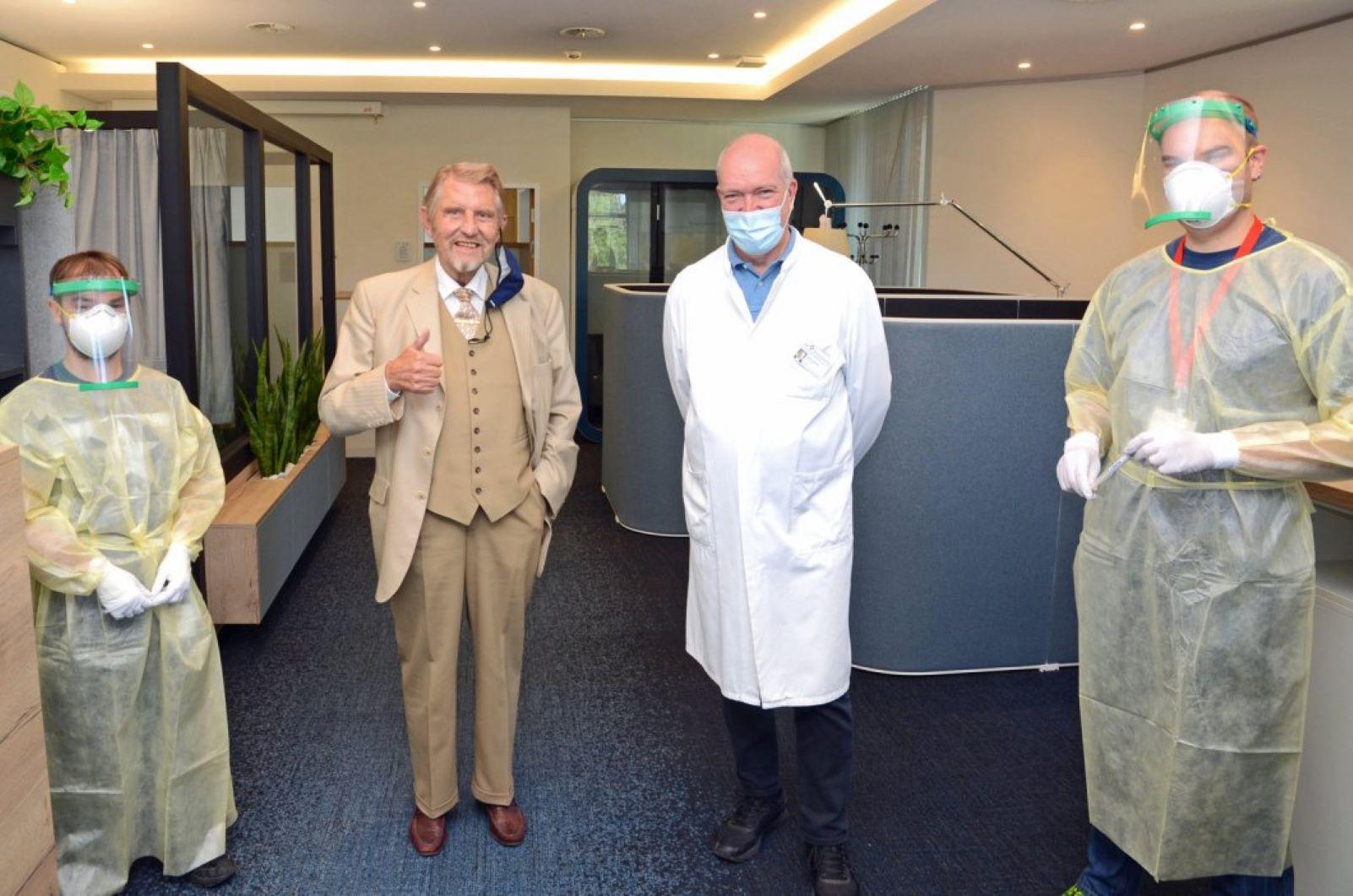 Paul Gauselmann, drei Männer mit Maske