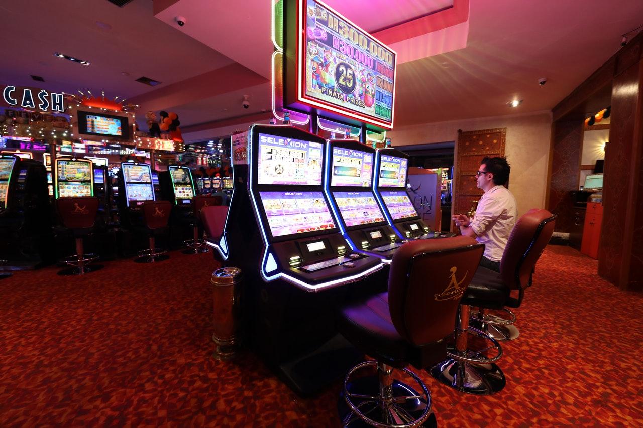 Mann, Glücksspiel, Spielautomaten, Casino