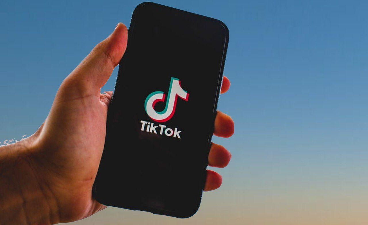 Smartphone, Hand, TikTok Logo