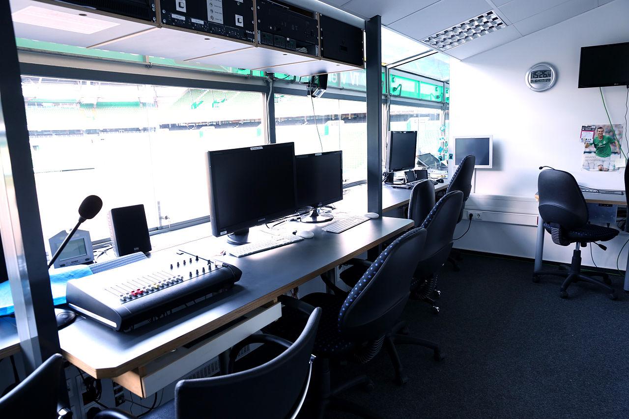 Kommentatorenstudio Fußballstadion