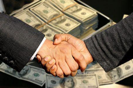 Händeschütteln, Geldscheine