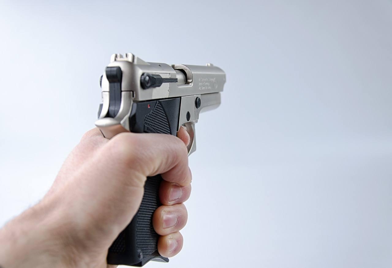 Hand, Pistole