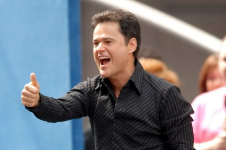 Donny Osmond zeigt Thumps Up