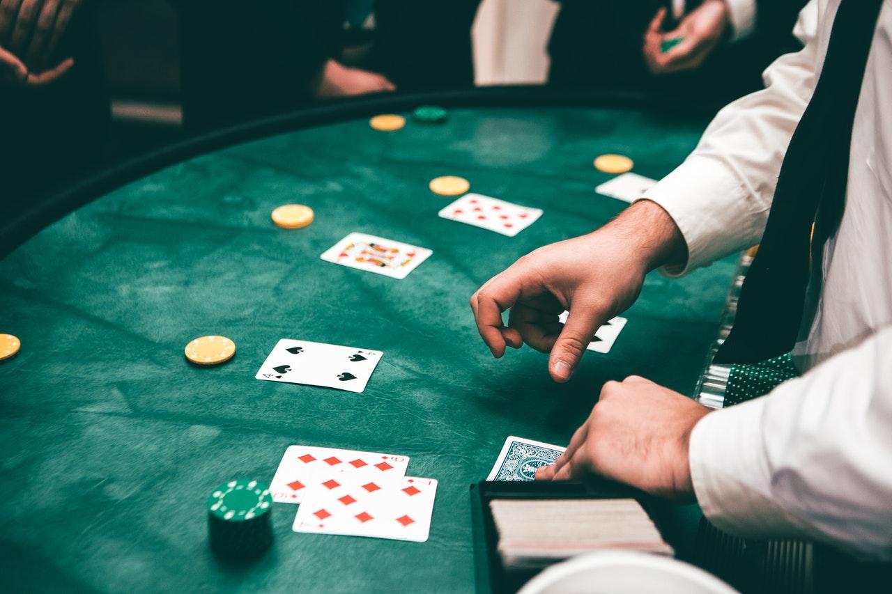 Spieltisch, Karten, Dealer, Hände