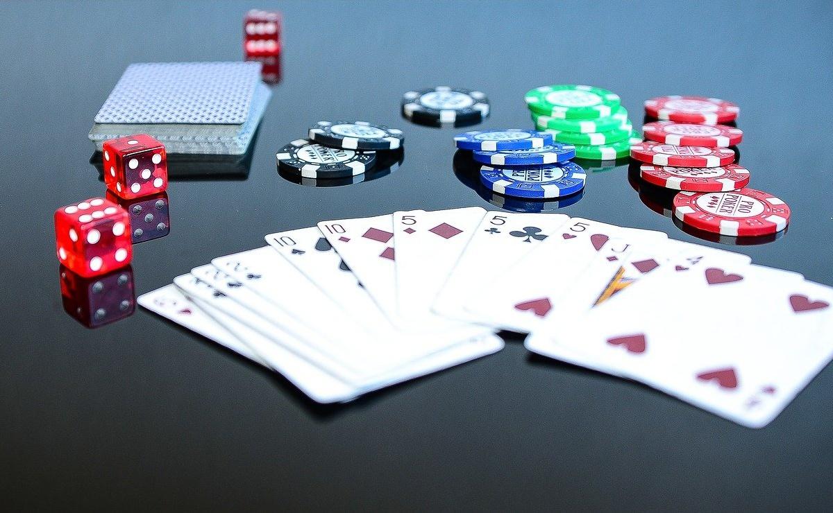 Spielkarten Würfel Chips