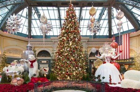 Weihnachtsbaum, festliche Deko