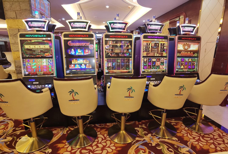 Spielautomaten, Stühle