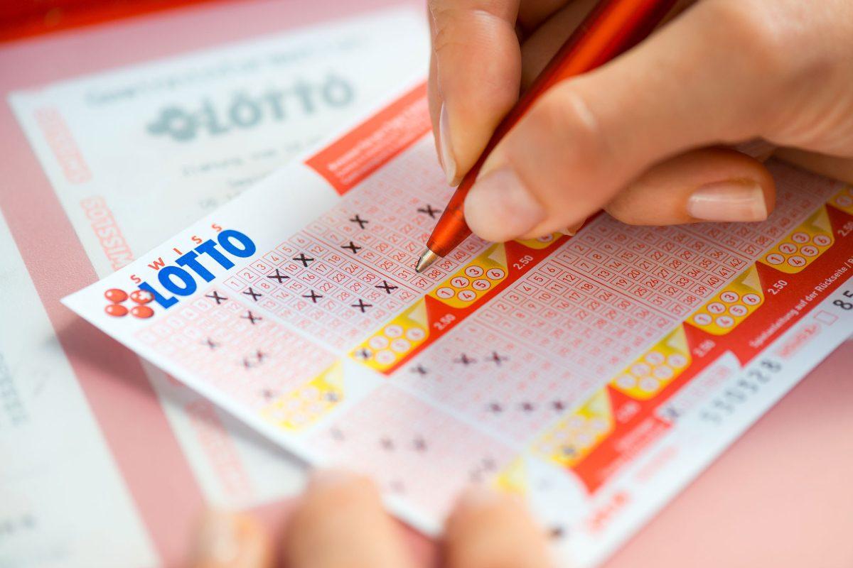 Lottoschein Hand Stift