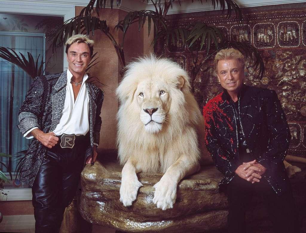 Siegfried und Roy und weisser Loewe