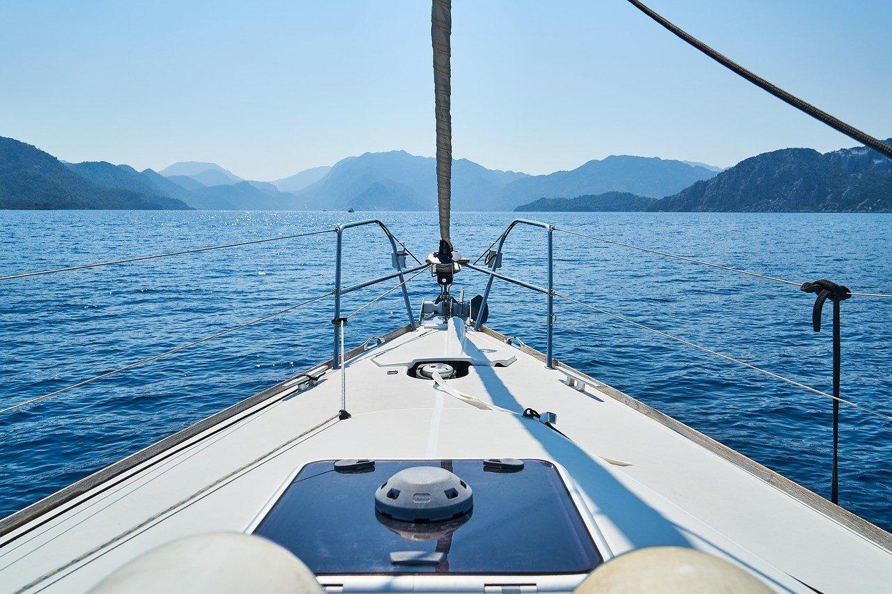 Bug Yacht, Meer