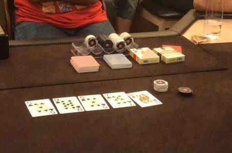 Spielkarten Spielchips Tisch