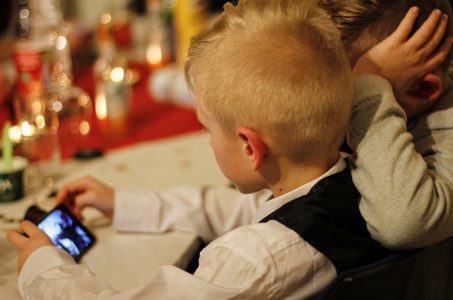 Kinder, Smartphone