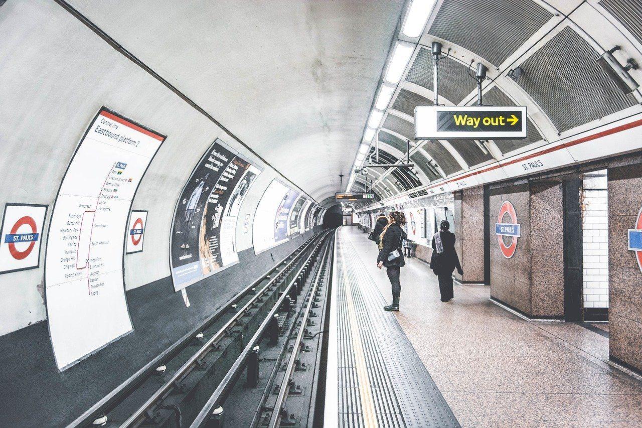Tube, U-Bahn, Menschen, Bahnsteig, Schild