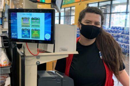 Frau mit Maske, Terminal