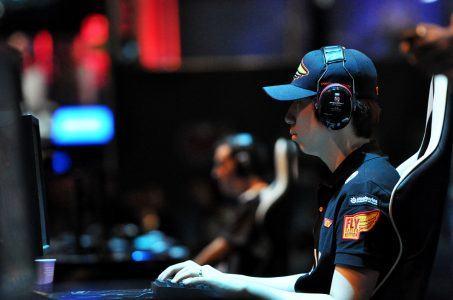 Junger Mann, PC, Gaming