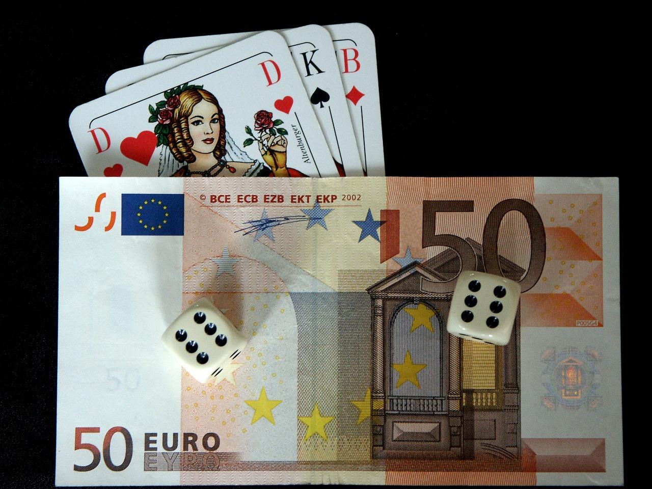 Geld, Würfel, Karten