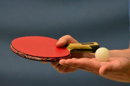 Tischtennis-Kelle, Hand, Ball