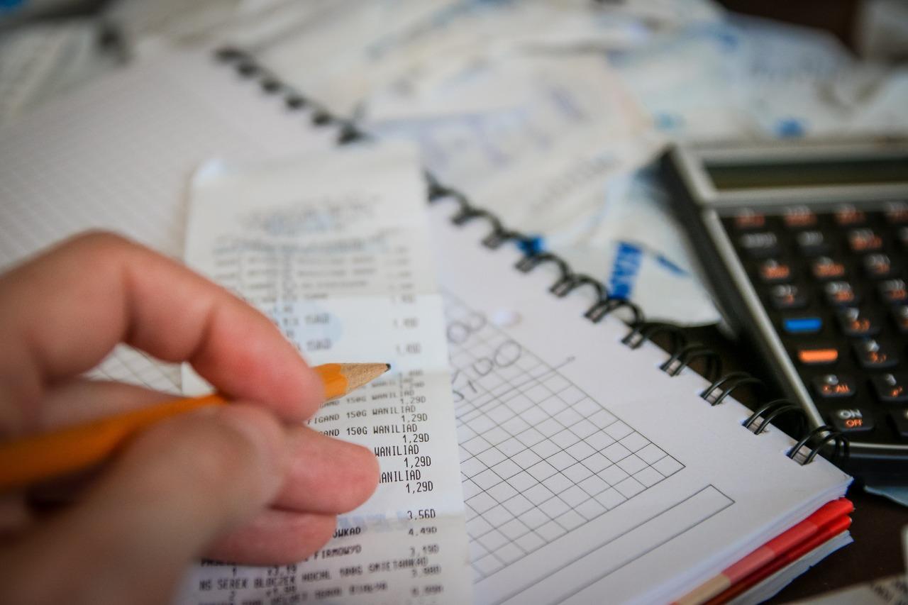 Hand, Geld, Papier, Taschenrechner