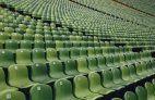 Leere Ränge im Stadion