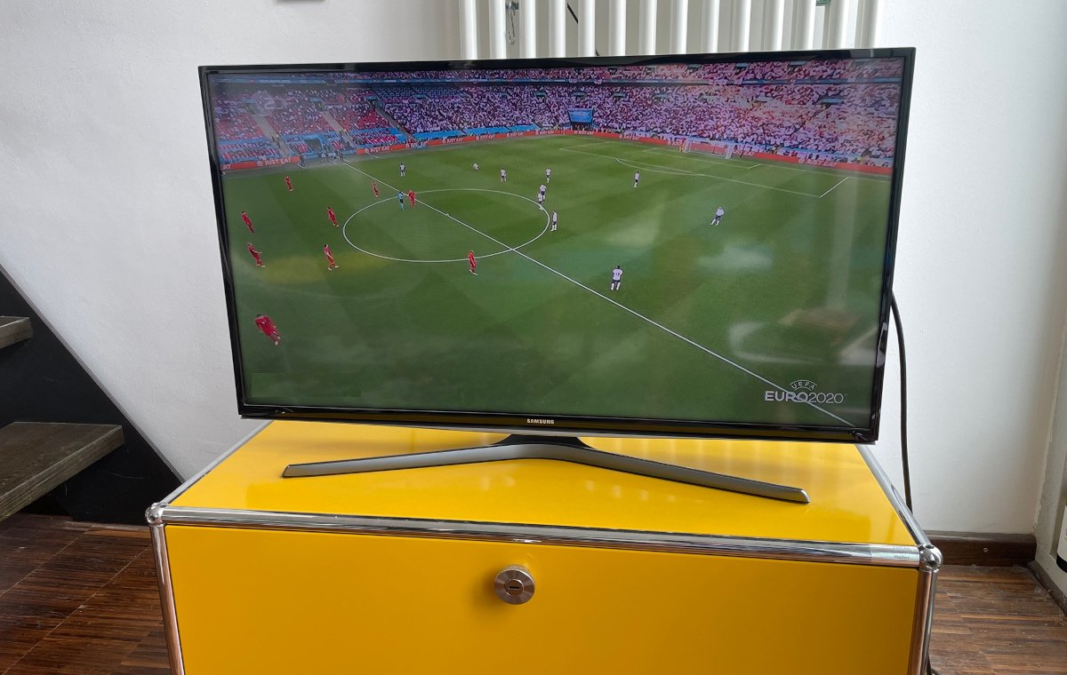 Fernseher Fußballspiel
