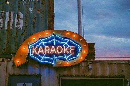 Karaoke Bar Außenbeleuchtung