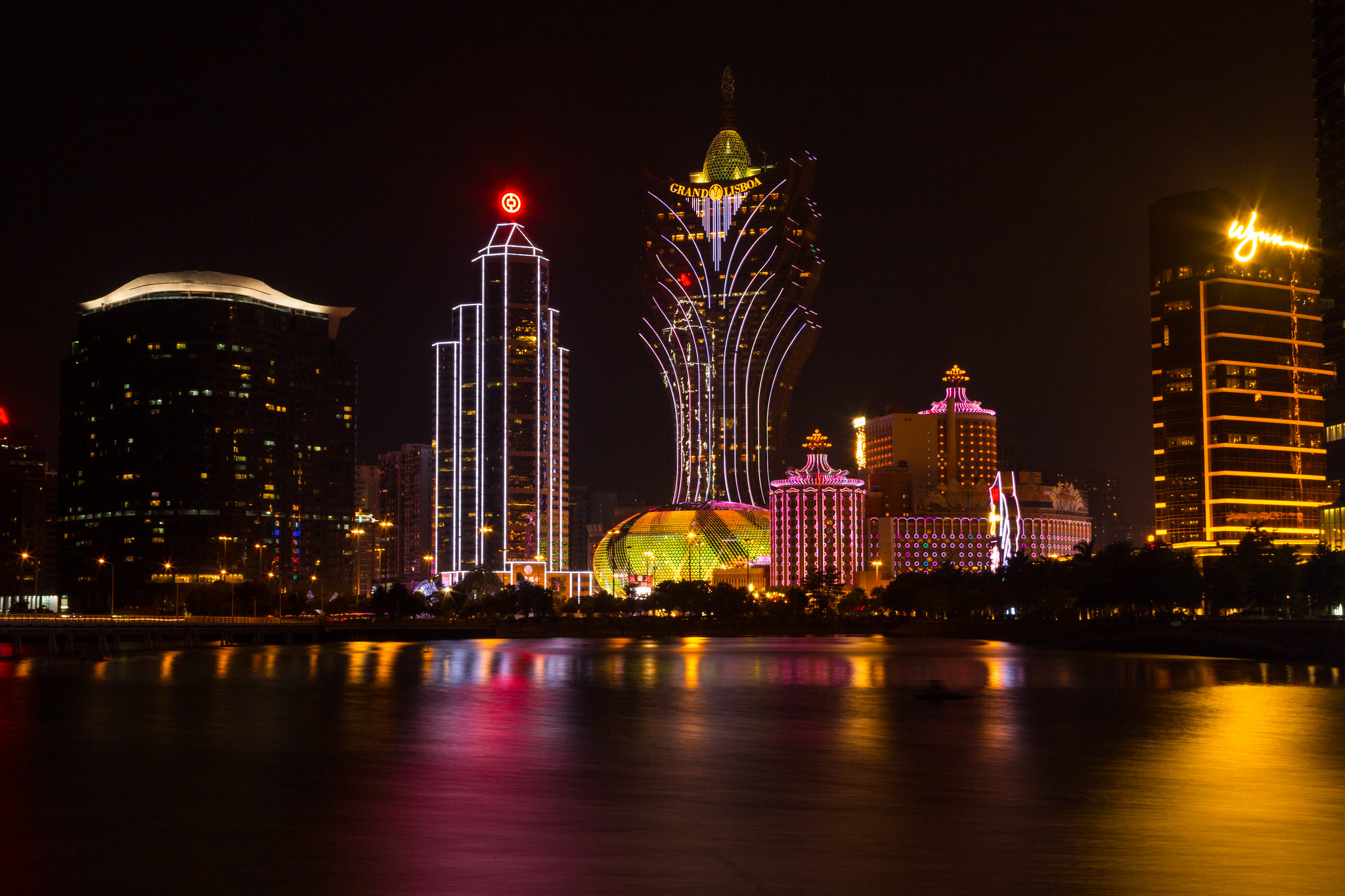 Grand Casino Lisboa, Wynn Casino. Skyline bei Nacht, Macau