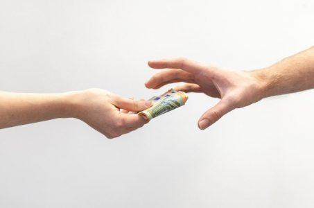 Arme Hände Geldscheine