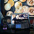 Kryptowährung, PCs, Geldscheine