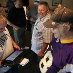 Minnesota Legislature Tours State to Sell E-Gambling Benefits