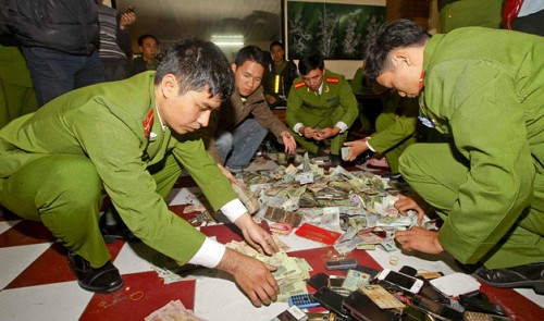 Nghia Thang province illegal gambling den